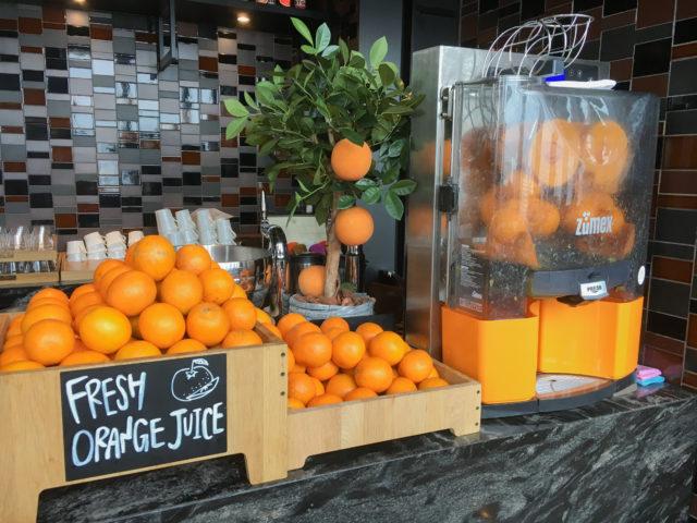 コンラッド大阪の朝食バイキング_オレンジジュース