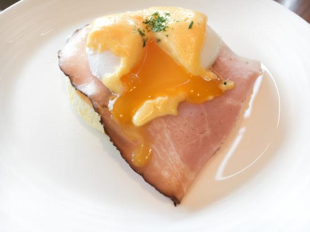 コンラッド大阪の朝食バイキング_エッグベネディクト