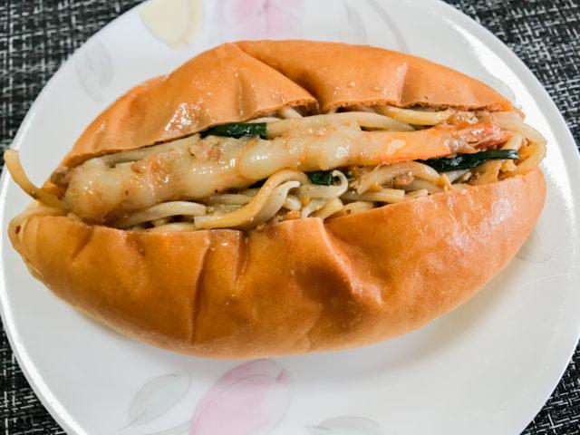 タイ風焼きそばパン